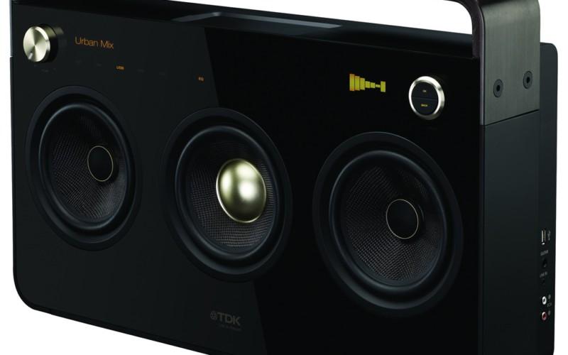 Компактная акустика в ретро-стиле TDK Three Speaker Boombox