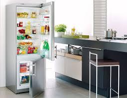 Почему холодильник нельзя включать в сеть непосредственно после отключения?